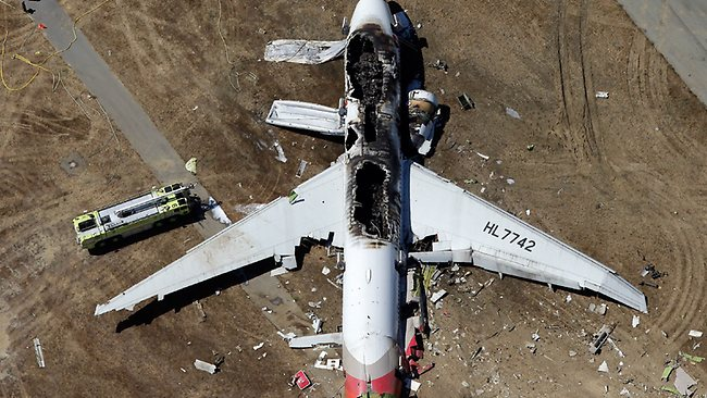 741163-us-boeing-777-crashes-at-san-francisco-airport