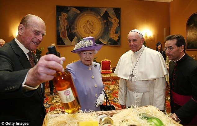 queen-pope-2014-april