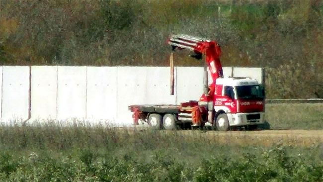 Turkey Army constructing wall