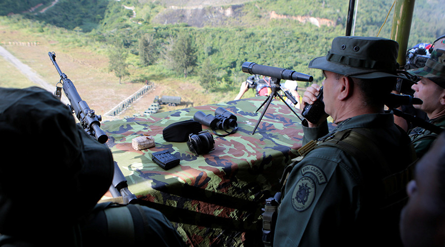 Venezuela's Defense Minister Vladimir Padrino Lopez attends snipers drills during military exercises in Caracas, Venezuela, August 26, 2017. © Miraflores Palace / Reuters