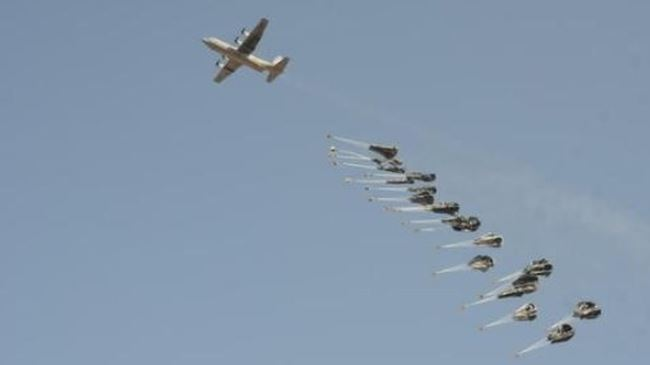 US Forces Air-Dropping Arms & Munitions into ISIL