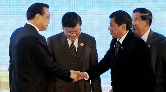 Duterte & Chinese Premier Li Keqiang Shook Hands as Obama Chickened Out