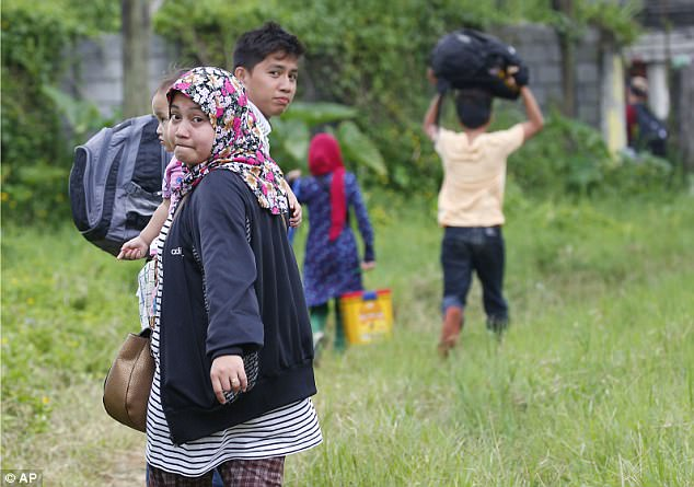 A Maranao family tries to leave the city by foot.