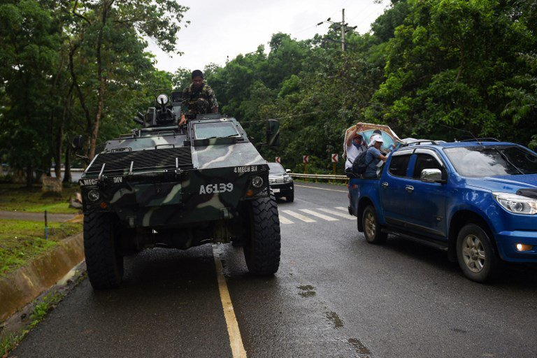 Residents fleeing Marawi were caught in gridlock as soldiers searched vehicles